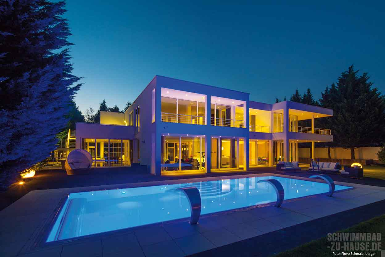 das richtige licht f r den pool schwimmbad zu. Black Bedroom Furniture Sets. Home Design Ideas