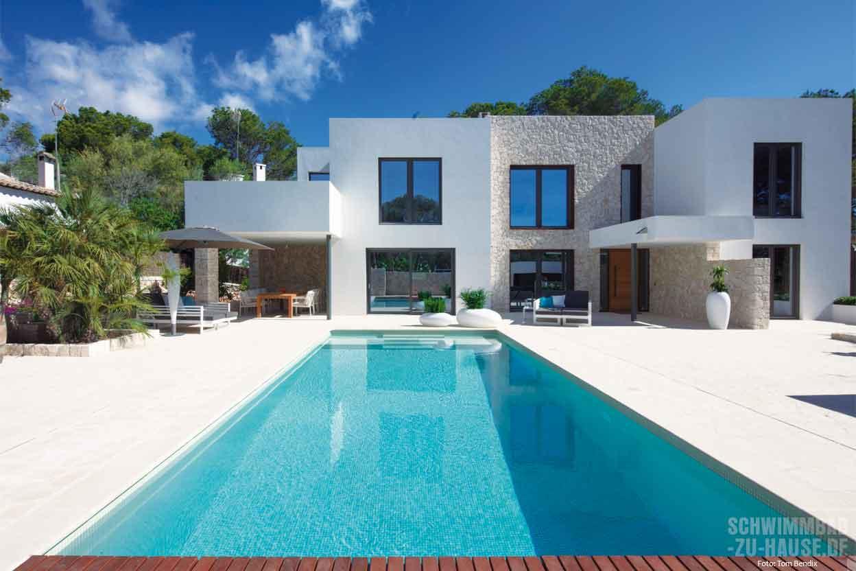 Swimmingpool im haus  Schwimmbad-zu-Hause.de - Ihr Weg zum eigenen Schwimmbad. Sachlich ...
