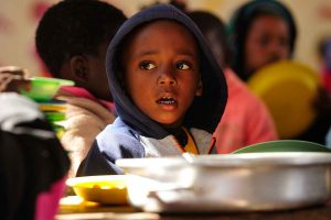 Photometer ernährt Kinder in Afrika
