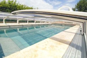 Ein Schwimmbad an der Sonne