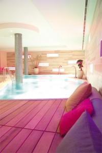 Designwellness mit Schwimmbad
