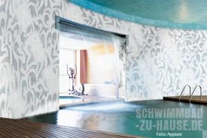 Feine Mosaiken im Schwimmbad