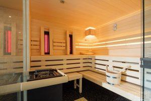 Privater Spa-Bereich mit Pool, Sauna und Tauchbecken