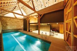 Pool in Scheune