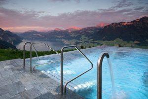 Top 10 am Gipfel: Die 10 schönsten Pools der Alpenregion