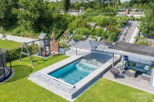 Pool mit Gegenstromanlage im Garten